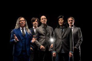 A Perfect Circle se atreve y estrena cóver para 'Dog Eat Dog' de AC / DC